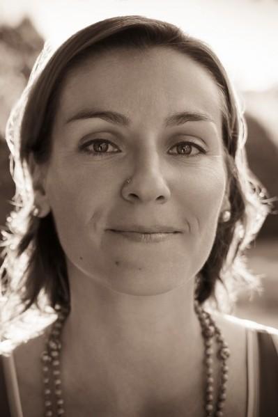 L'attribut alt de cette image est vide, son nom de fichier est Jenny-Portrait-e1459175911107.jpg.