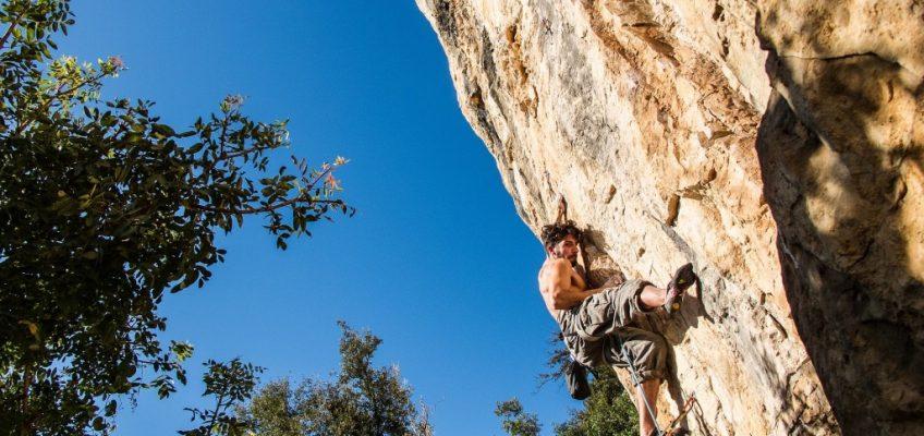 grimpeur sur falaise
